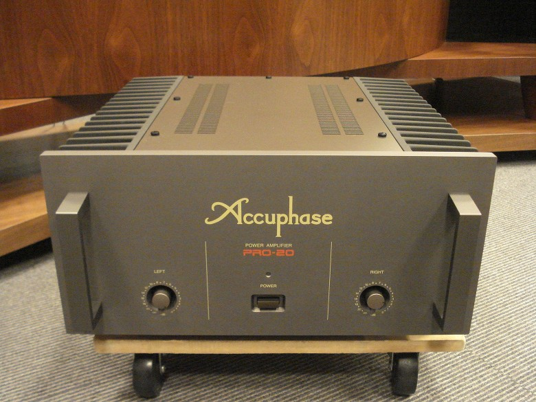 Amplificatore Accuphase Pro 20